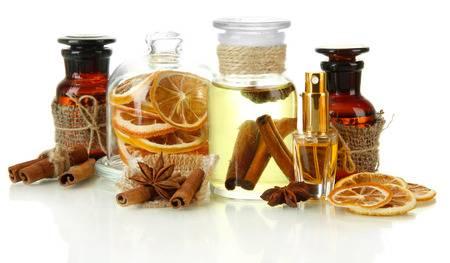 ingrediente si compusi aromatici din care sunt produse parfumurile